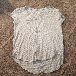 ❄️American Eagle gray and white V-neck T-shirt❄️